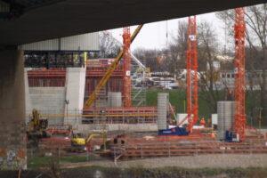 Neubau der A40 Rheinbrücke in Duisburg Neuenkamp Blickrichtung rechte Rheinseite